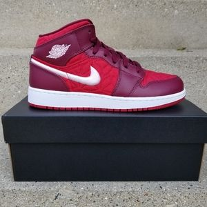 Air Jordan 1 Mid SE Gym Red/Pink Foam 6Y Women 7.5